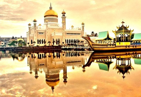 by ~mimo~ on Flickr.Morning view of Sultan Omar Ali Saifuddin Mosque in Bandar Seri Begawan, Brunei.