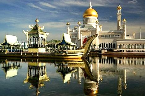 Sultan Omar Ali Saifuddin Mosque, reflected in the morning light, Brunei
